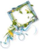 Rama z liśćmi, błękit i kolor żółty kwitnie Zdjęcia Royalty Free