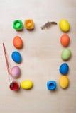 Rama z Wielkanocnymi jajkami i farbami Zdjęcie Royalty Free