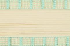 Rama zielony faborek na drewnianym tle Zdjęcie Stock