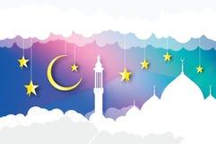ramadan的kareem 阿拉伯白色清真寺 与云彩,在纸的金星的天空削减了样式 新月形月亮 Origami问候 免版税库存图片