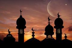 ramadan bakgrund Månen i rosa moln Royaltyfria Foton