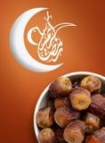 Ramadan Fasting Dates met Halve maan royalty-vrije stock afbeelding