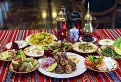 Ramadan Iftar- oder Suhoor-Buffet stockfotos