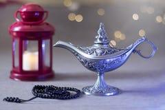 Ramadan kareem Arabische lantaarn en Aladdin-lamp stock afbeelding