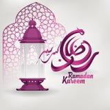 Ramadan Kareem arabisk kalligrafi och lykta för islamisk hälsning- och moskékupolkontur royaltyfri illustrationer
