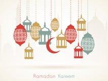 Ramadan Kareem beröm med att hänga arabiska lyktor stock illustrationer