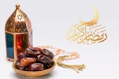 Ramadan Kareem Festive slut upp av den orientaliska lyktalampan med D royaltyfria bilder