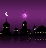 Ramadan Kareem Night Background met Silhouetmoskee en Minaretten Stock Afbeelding