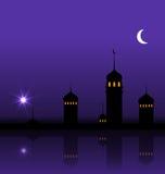 Ramadan Kareem Night Background met Silhouetmoskee en Minaretten Stock Afbeeldingen