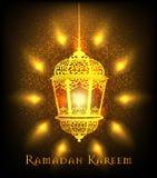 Ramadan Kareem powitanie na zamazanym tle z piękną iluminującą arabską lampową Wektorową ilustracją Obraz Royalty Free