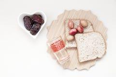 Ramadan Kareem-viering met Islamitische datum, olijf, glas van wa royalty-vrije stock afbeeldingen