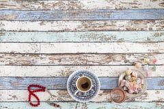 Ramadan- och eidbakgrund med turkiskt kaffe, turkiska fröjder Royaltyfria Foton