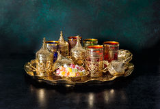 Ramadan van de de schotels Oosterse gastvrijheid van de theelijst de gouden stock foto's