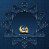 Ramadankareembakgrund med en kombination av att skina guld- lyktor, den geometriska modellen, den v?xande m?nen och arabisk kalli royaltyfri illustrationer