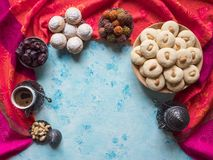 Ramadanmatbakgrund E Ghorayeba s?tsaker Kakor av den islamiska festm?ltiden f?r El Fitr fotografering för bildbyråer