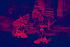 Ramakien罗摩衍那壁画上色黑,并且沿画廊贴墙纸和艺术背景的桃红色例证 免版税库存照片