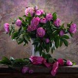 Ramalhete bonito de peônias cor-de-rosa Foto de Stock
