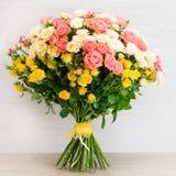 Ramalhete bonito de rosas do arbusto Imagem de Stock