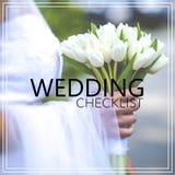 Ramalhete bonito do casamento da lista de verificação do casamento nas mãos do bri Foto de Stock
