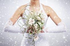 Ramalhete bonito do casamento nas mãos da noiva Imagens de Stock Royalty Free