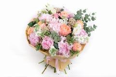 ramalhete cor-de-rosa das rosas, da hortênsia e do eucalipto Imagens de Stock Royalty Free