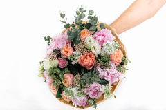ramalhete cor-de-rosa das rosas, da hortênsia e do eucalipto Fotografia de Stock Royalty Free