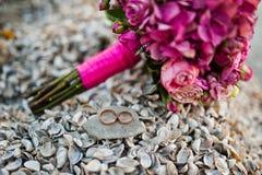 Ramalhete cor-de-rosa elegante do casamento imagens de stock