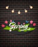 Ramalhete da flor da tulipa Ilustração do vetor Texto da venda da mola Fundo da parede de tijolo Foto de Stock Royalty Free
