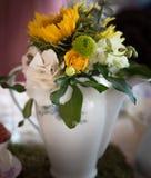 Ramalhete da flor em um vaso branco Fotografia de Stock