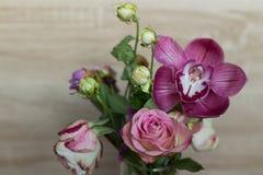 Ramalhete da mola das flores em um vaso de vidro Imagem de Stock Royalty Free