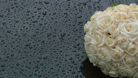 Ramalhete da rosa do branco para a noiva em seu dia especial vídeos de arquivo
