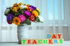 Ramalhete das flores e dos cubos do bebê Foto de Stock Royalty Free
