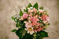 Ramalhete das flores no olhar nostálgico fotografia de stock