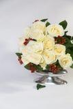 Ramalhete das rosas brancas no fundo branco Foto de Stock Royalty Free