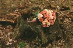 Ramalhete das rosas do casamento da mola Fotografia de Stock Royalty Free