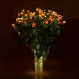 Ramalhete das rosas em um vaso de cristal Foto de Stock Royalty Free
