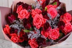 Ramalhete das rosas frescas foto de stock royalty free