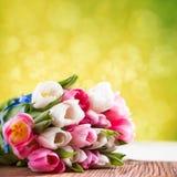 Ramalhete das tulipas como um presente Imagem de Stock Royalty Free
