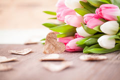 Ramalhete das tulipas como um presente Imagens de Stock Royalty Free