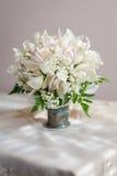 Ramalhete de flores bonitas no vaso Fotografia de Stock Royalty Free