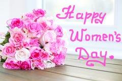 Ramalhete de flores das rosas Conceito o 8 de março, dia feliz do ` s das mulheres Imagem de Stock