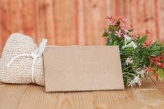Ramalhete de flores secadas com papel vazio Imagem de Stock