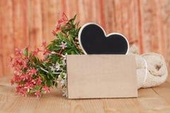 Ramalhete de flores secadas com papel vazio Fotografia de Stock