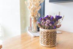 Ramalhete de flores secadas no vaso Flor secada para a decoração interior Foto de Stock