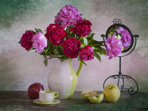 Ramalhete de peônias brilhantes Imagem de Stock Royalty Free