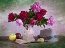 Ramalhete de peônias brilhantes Fotos de Stock Royalty Free