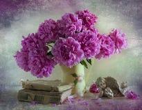 Ramalhete de peônias brilhantes Fotografia de Stock