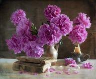 Ramalhete de peônias brilhantes Foto de Stock