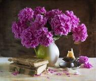 Ramalhete de peônias brilhantes Imagens de Stock Royalty Free
