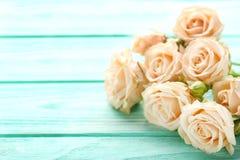 Ramalhete de rosas bege imagens de stock